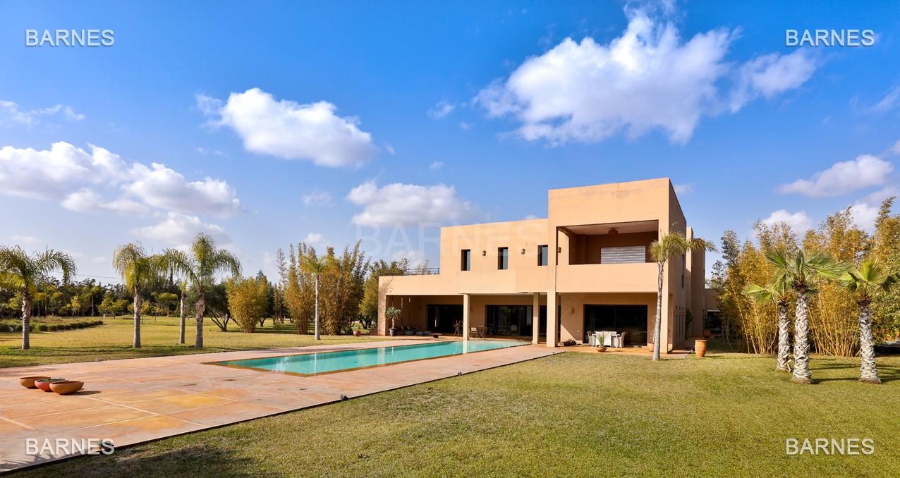 Villa de luxe louer avec piscine quartier for Villa a louer a casablanca avec piscine