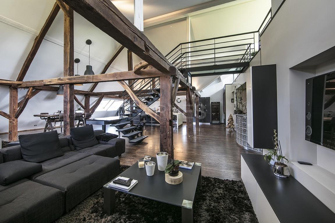 Exceptionnel loft 6 pi ces avec terrasse et piscine for Garage ad annecy