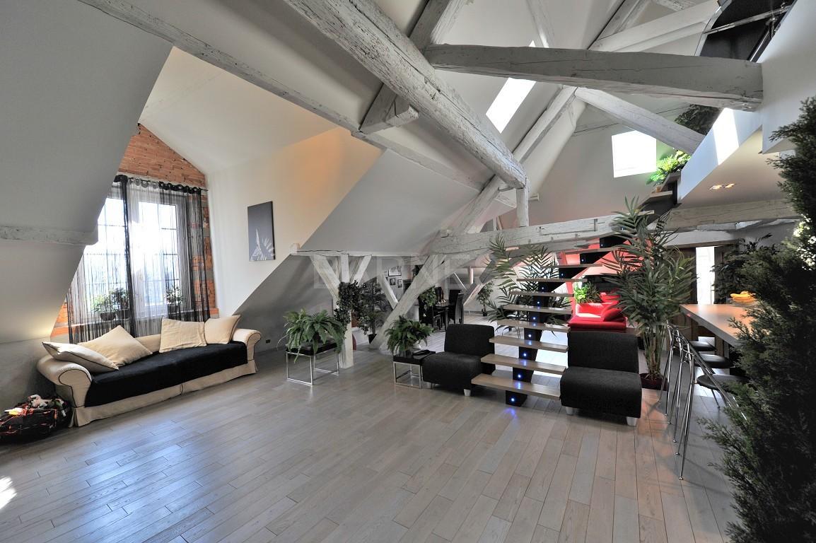Dans un château au coeur de Chambéry, appartement exceptionnel de type 7 en duplex picture 5