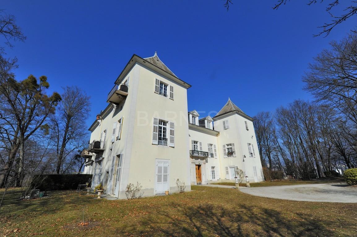 Dans un château au coeur de Chambéry, appartement exceptionnel de type 7 en duplex picture 6