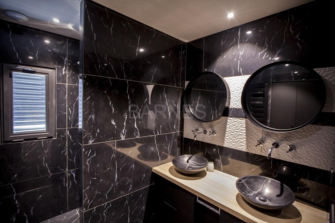 maison d 39 architecte contemporaine hauteurs d 39 aix les. Black Bedroom Furniture Sets. Home Design Ideas
