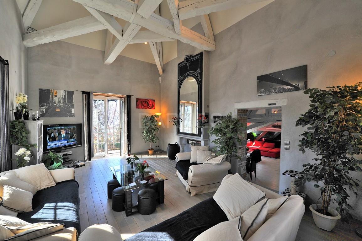 Dans un château au coeur de Chambéry, appartement exceptionnel de type 7 en duplex picture 1
