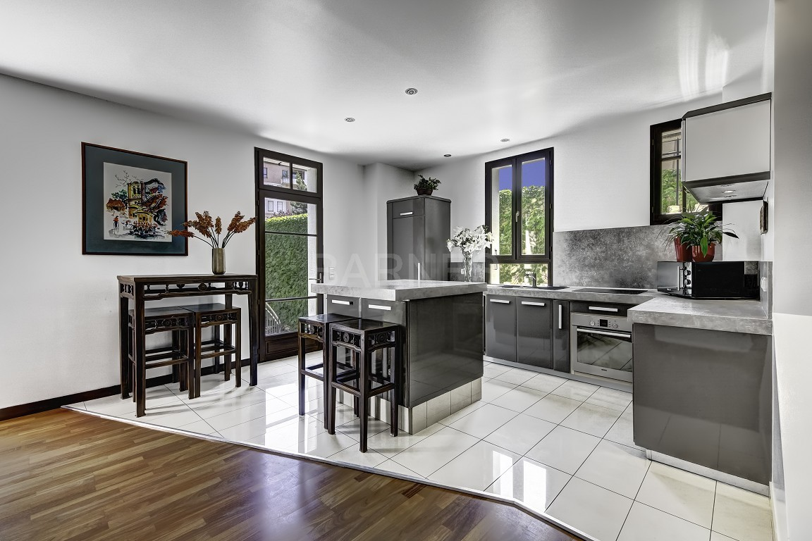 maison secr te au coeur de la ville d 39 annecy ventes. Black Bedroom Furniture Sets. Home Design Ideas