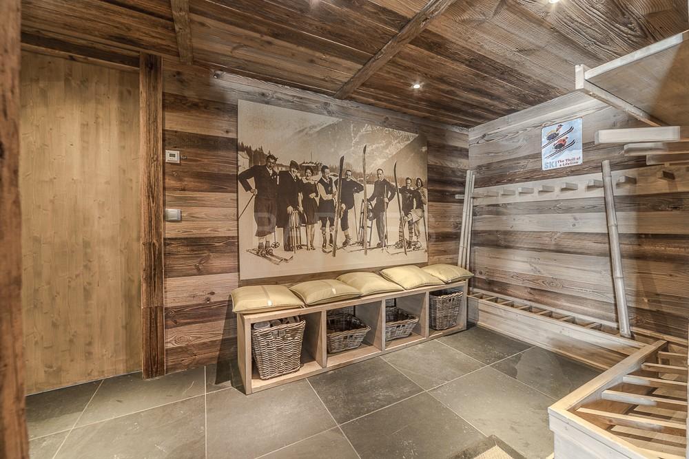 Chalet face au Mont Blanc au design contemporain - Ventes ...