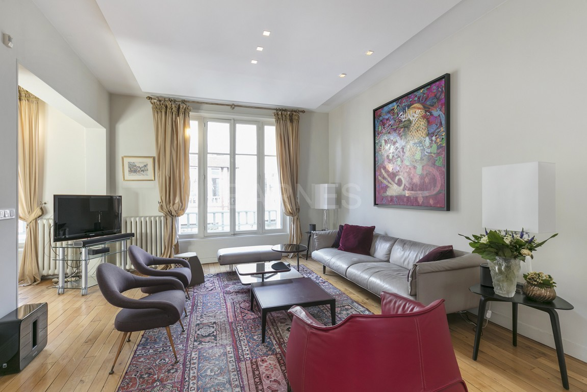 HOUSE FOR SALE - PRIVATE ROAD - NEUILLY - CHATEAU/PERRONET picture 17