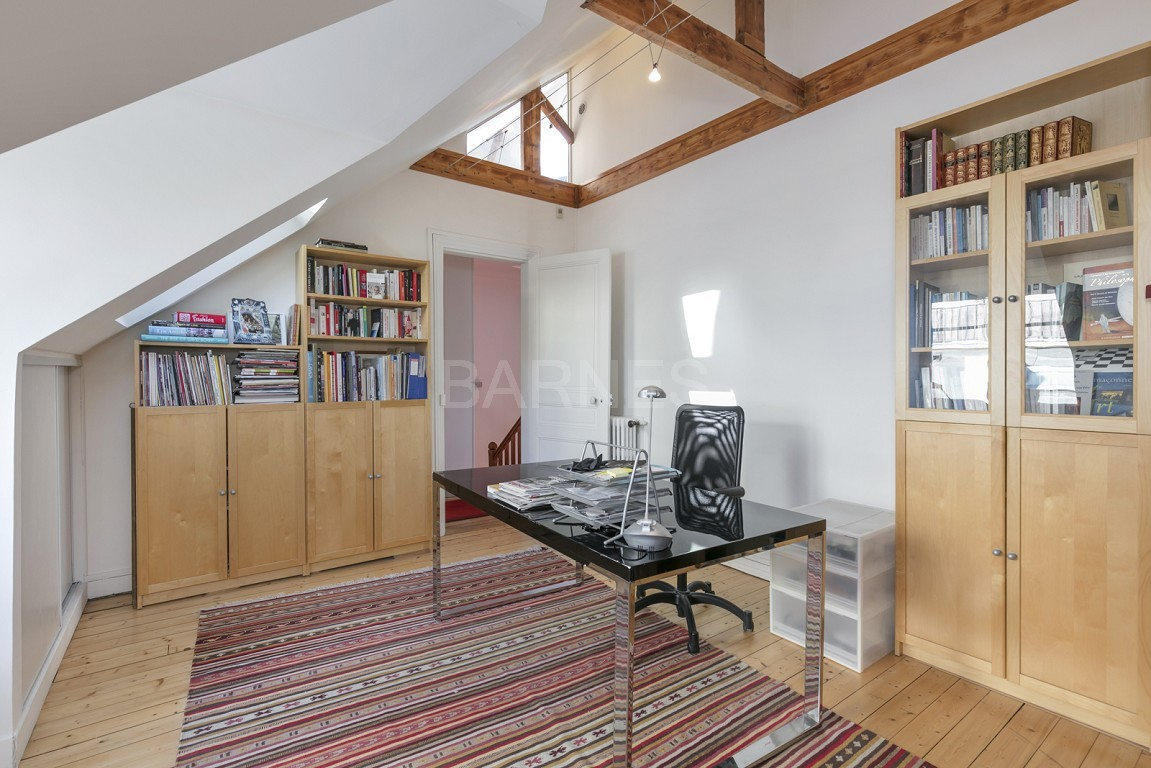 HOUSE FOR SALE - PRIVATE ROAD - NEUILLY - CHATEAU/PERRONET picture 10