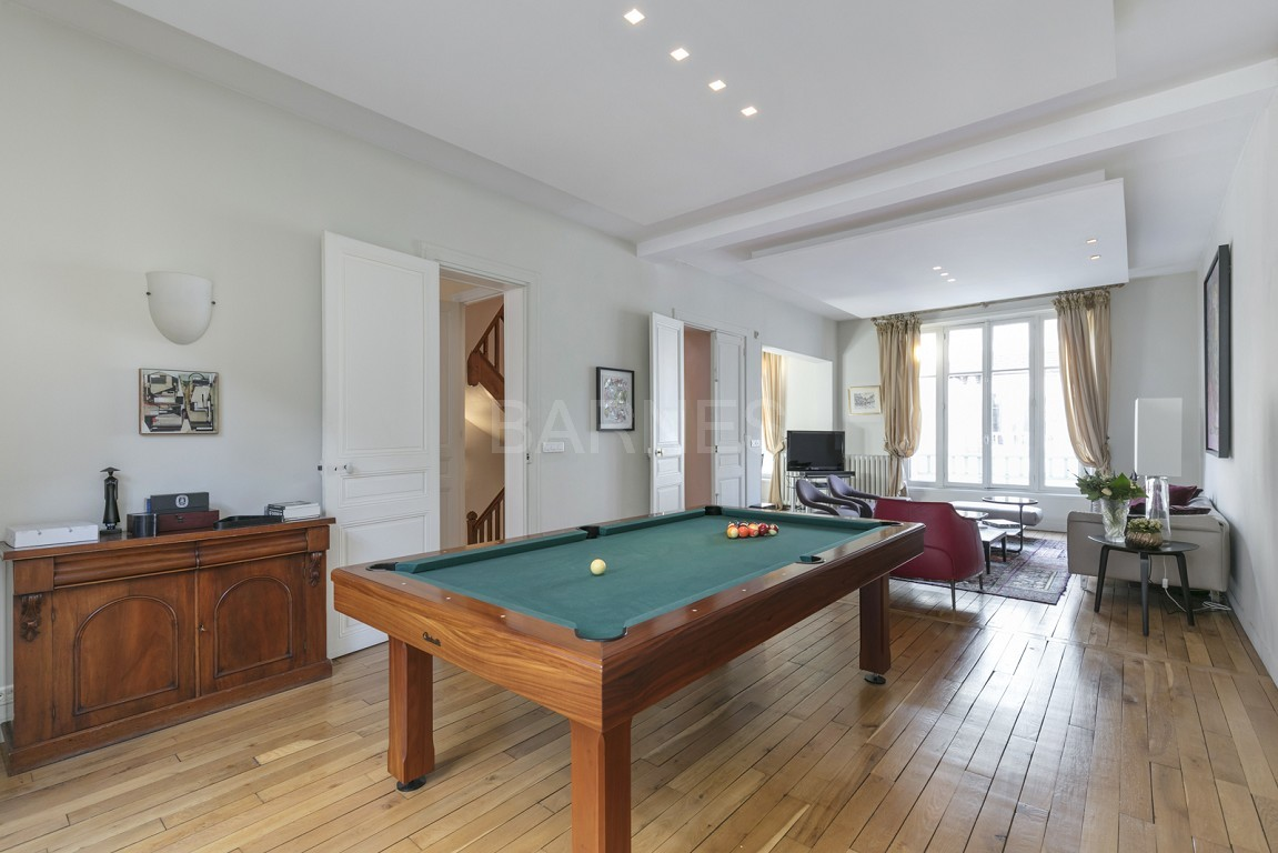 HOUSE FOR SALE - PRIVATE ROAD - NEUILLY - CHATEAU/PERRONET picture 4