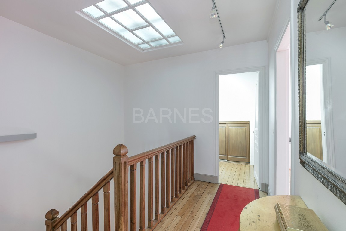 HOUSE FOR SALE - PRIVATE ROAD - NEUILLY - CHATEAU/PERRONET picture 12