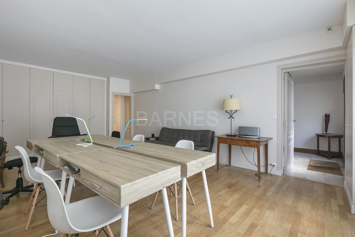 HOUSE FOR SALE - PRIVATE ROAD - NEUILLY - CHATEAU/PERRONET picture 20