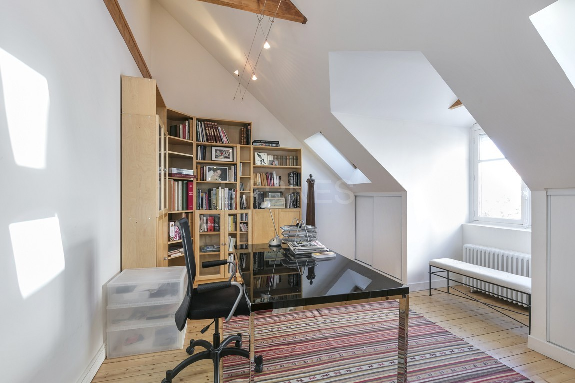 HOUSE FOR SALE - PRIVATE ROAD - NEUILLY - CHATEAU/PERRONET picture 9