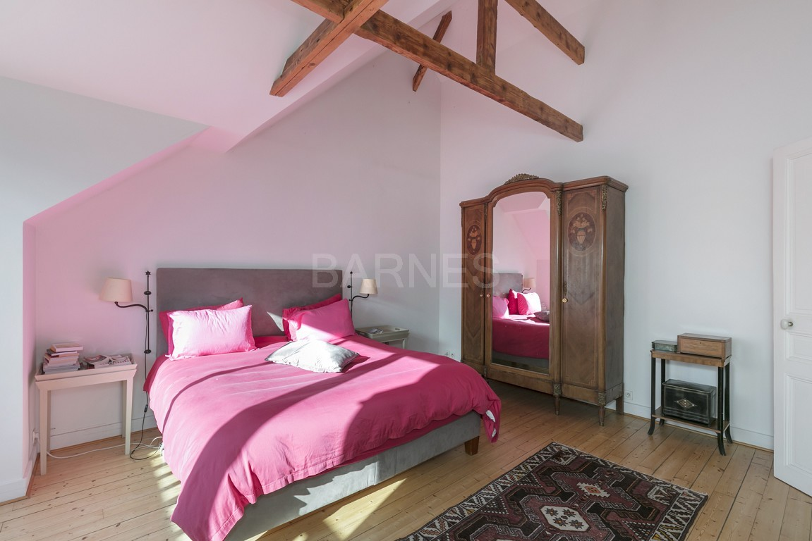 HOUSE FOR SALE - PRIVATE ROAD - NEUILLY - CHATEAU/PERRONET picture 8