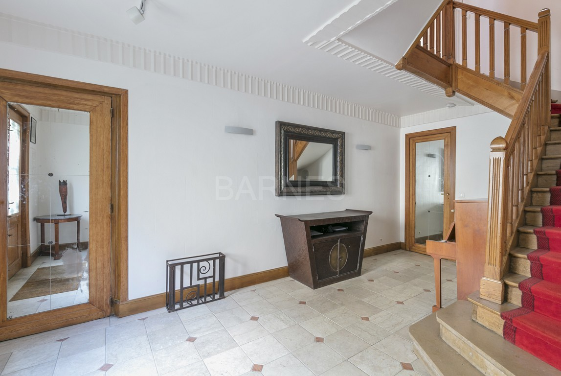 HOUSE FOR SALE - PRIVATE ROAD - NEUILLY - CHATEAU/PERRONET picture 7