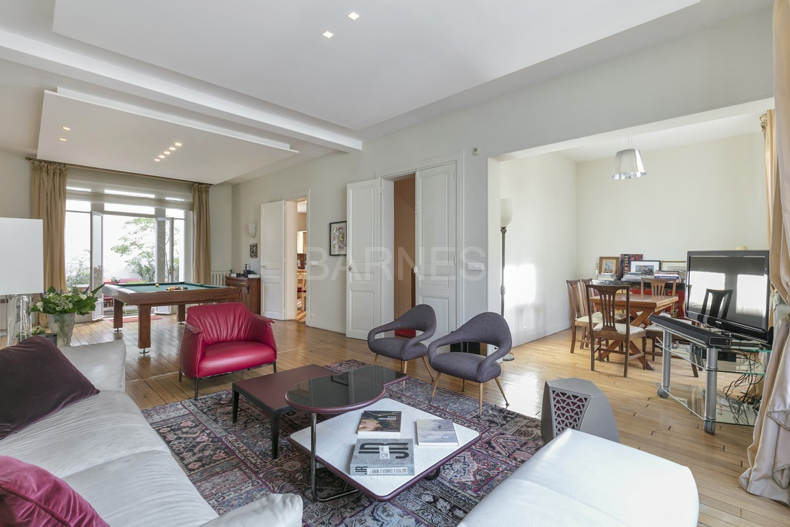 HOUSE FOR SALE - PRIVATE ROAD - NEUILLY - CHATEAU/PERRONET picture 1