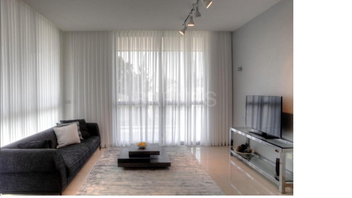 tel aviv rotschild appartement de luxe meuble dans une tour de grand standing locations de. Black Bedroom Furniture Sets. Home Design Ideas