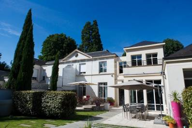 Location immobilier luxe saint germain en laye barnes for Acheter maison en grece