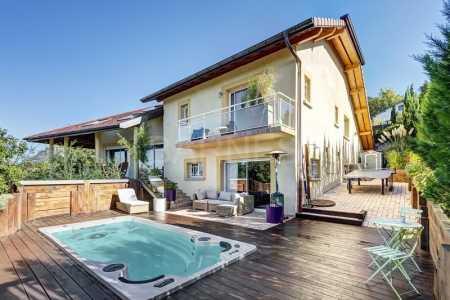 Prestigious villa, BOSSEY - Ref M-75110