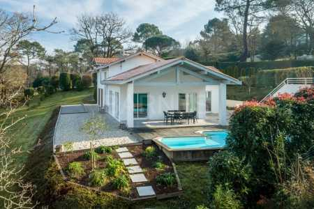 House near a golf course, ARCANGUES - Ref M569