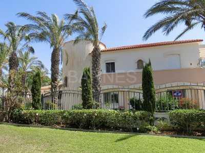 Villa, CESAREE - Ref M-38399