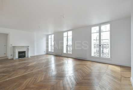 RENOVATED APARTMENT, PARIS 75008 - Ref A-74635