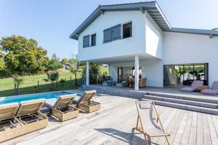 Maison d'architecte, ARBONNE - Ref M410