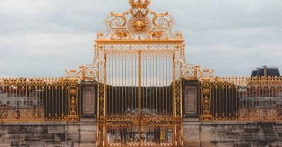 Versailles «marche dans les pas de la capitale»