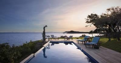 BARNES Corse révèle l'incroyable villa Carlo Anto à Iris Mittenaere et ses proches