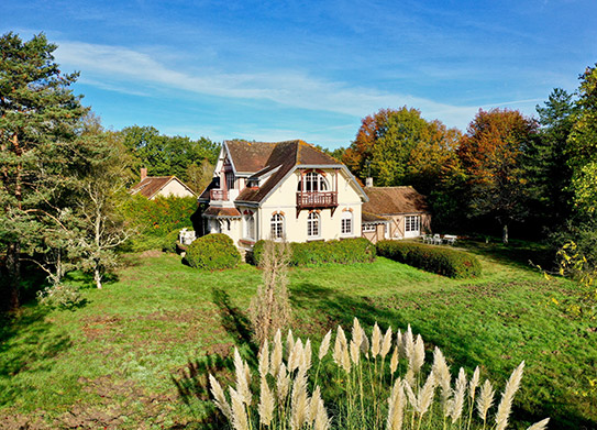 Need advice to buy a country house?